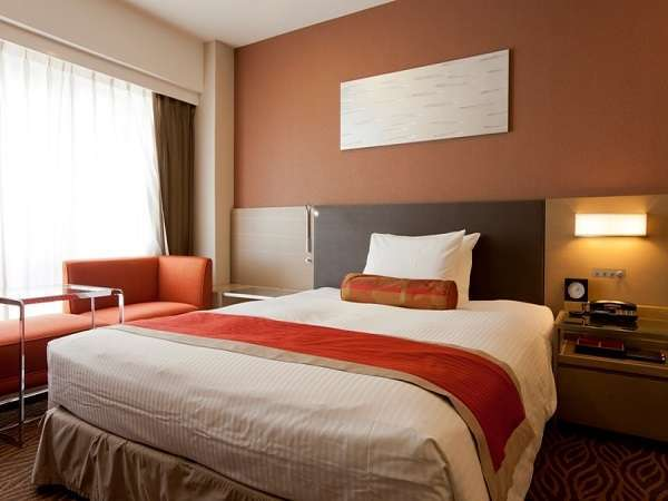 全室24平米以上のゆったりした空間。ベッド幅はお子様の添い寝も楽々全室140cm以上。