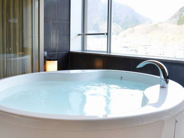 半露天風呂はシルキーバス仕様で白湯です。