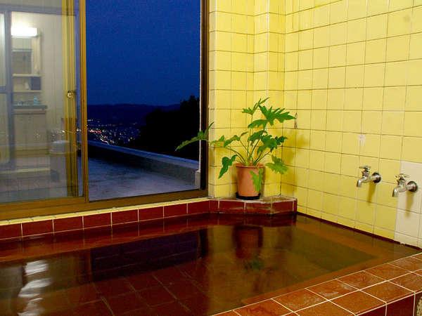 当館のお風呂からは夜景が一望できちゃいます!のんびり疲れを癒して下さいね。