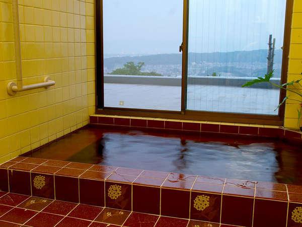当館のお風呂は景色抜群!夜は夜景一人占めです☆のんびり疲れを癒して下さいね。