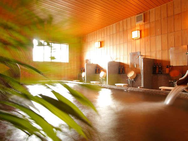 [大浴場・内風呂]自家源泉の天然温泉で、たっぷりおくつろぎください。