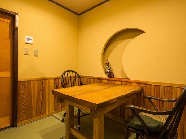 [食事処]完全個室。イス席もあり、足がとても楽です。