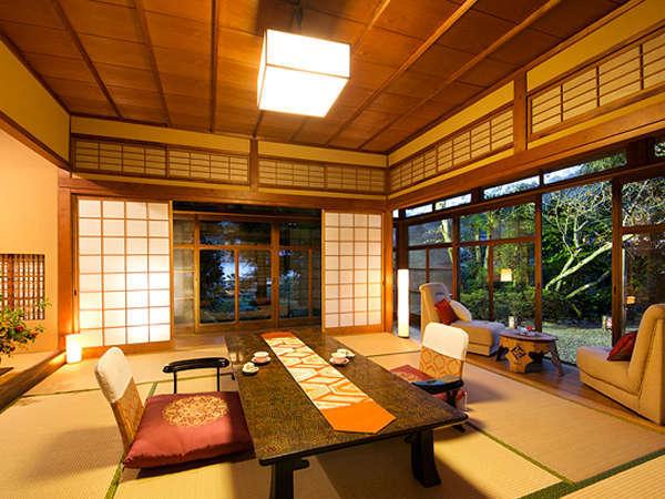 二面に広がる日本庭園は、春夏秋冬、それぞれの季節に趣を変え、心安らぐひととき