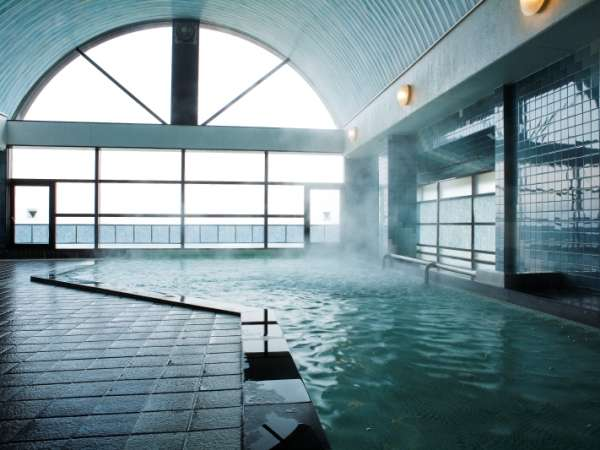 大浴場:海を眺めてひとっ風呂!内湯と露天でほっこり