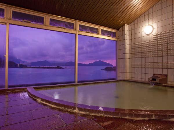 雄大な日本海と若狭富士を望む絶景風呂。