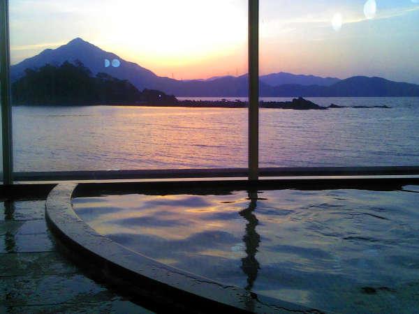 お風呂から眺める朝焼け、夕焼けがとっても綺麗☆彡