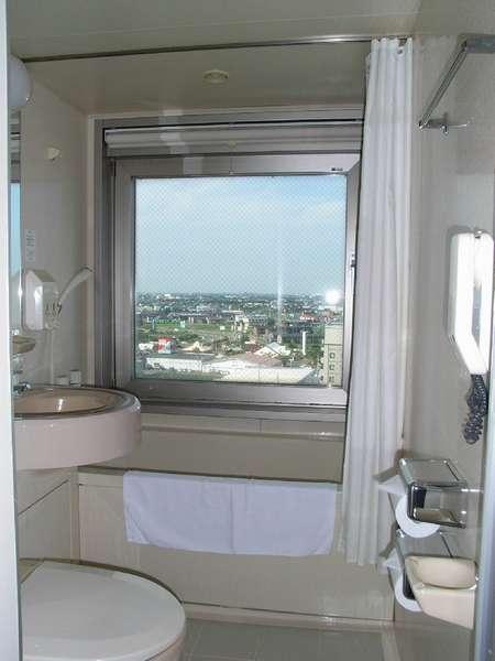 <ツインバスルーム>全室窓があって、開放的で清潔です