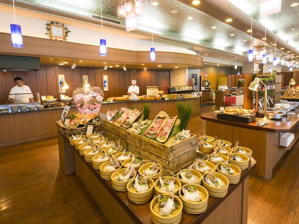 お食事はバイキング  お刺身や天婦羅、お寿司にデザート、どうぞ召し上がれ♪