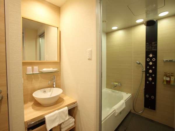 ◇バスルーム(セパレートタイプ)◇広々とした洗い場つきのバスルームでお寛ぎ下さい。