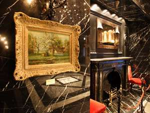 【館内】館内には様々な絵画も飾られています。