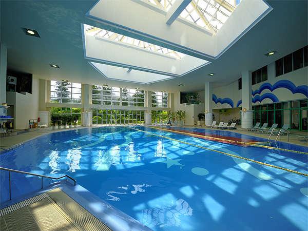 室内プールは温水で1年中利用可♪