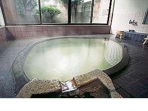 【お風呂】源泉かけ流し温泉(加水)でおくつろぎください。