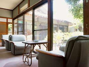 【館内】純和風庭園がご覧頂ける休憩スペース