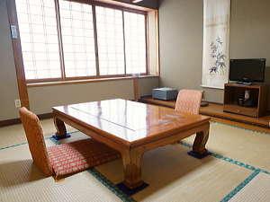 【お部屋一例】落ち着いた和室で過ごすひと時の時間はくつろぎをお約束します