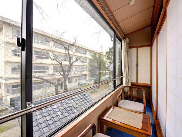 *和室10畳(客室一例)/頬を撫でる金沢の風を感じながら、心静かに憩うひと時をお過ごし下さい。