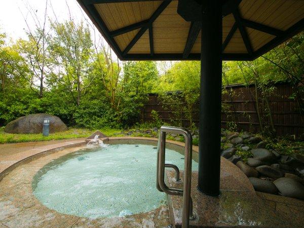 ◆露天風呂-女湯-◆四季の木々が広がる露天風呂