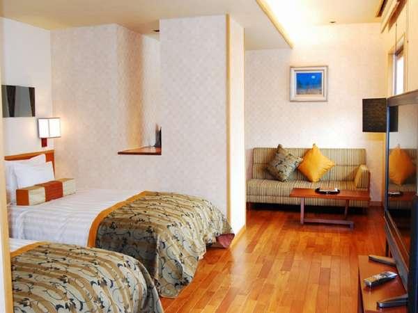 洋室ツインルーム。上質なシモンズ製ベッドでゆっくりおくつろぎ頂けます。