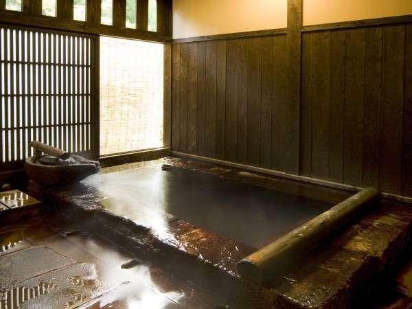 【貸切風呂】石風呂。宿泊者は無料で利用できます/例