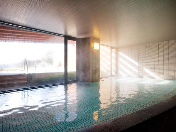 系列のホテルの温泉大浴場