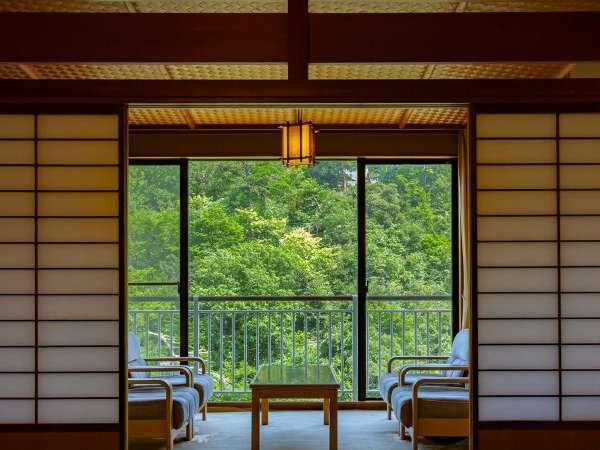 ~雄大な鶴仙渓を望む川側客室~ 大聖寺川を眼下に眺め山中温泉の荘厳な自然を感じる純和風客室です♪