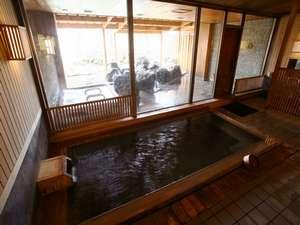 古代檜の浴槽が印象的な大浴場