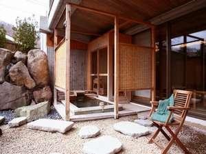 心地良い日差しを浴びながらの入浴ができる庭園露天風呂