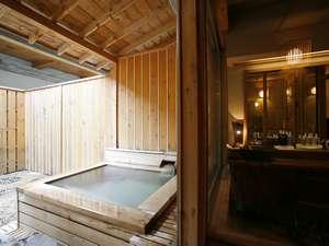 貸切風呂は2か所にご用意。いずれも広めの湯上がりスペースがあり、ゆったりおくつろぎいただけます。