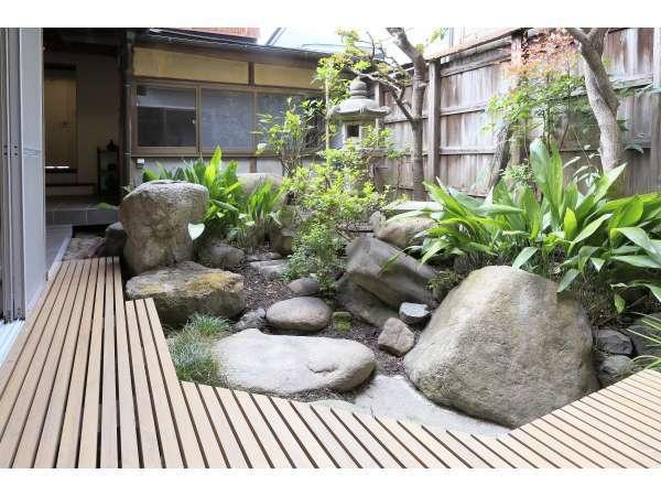 中庭には縁側があり、ゆっくりとお過ごし頂けます