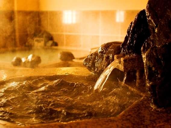 まずはかけ湯をしてから。どうぞごゆっくりと磐梯の湯をご堪能くださいませ。
