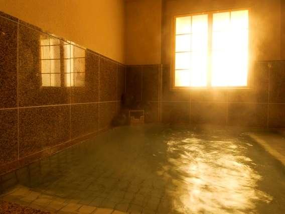 自慢の炭酸泉は炭酸ガス(二酸化炭素)が溶け込んだお湯で、心臓に負担をかけず別名心臓の湯とも。