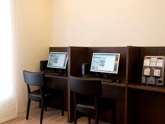 ◆無料でお使い頂けるインターネットコーナー。1階にございます。