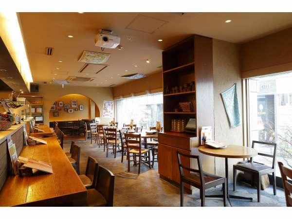 【朝食会場(サルバトーレ)】店内は120席あり、お一人様から家族連れまでゆっくりお楽しみいただけます。
