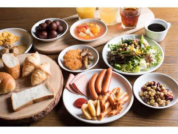 【ご朝食】2階の「サルヴァトーレ・クオモ & バール」で和洋ビュッフェをお楽しみ頂けます。
