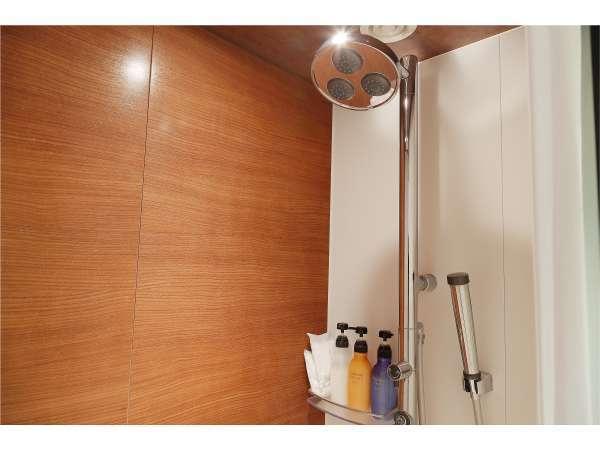 【多機能シャワー】レインシャワー、ボディスプレーシャワーをお楽しみいただけます。