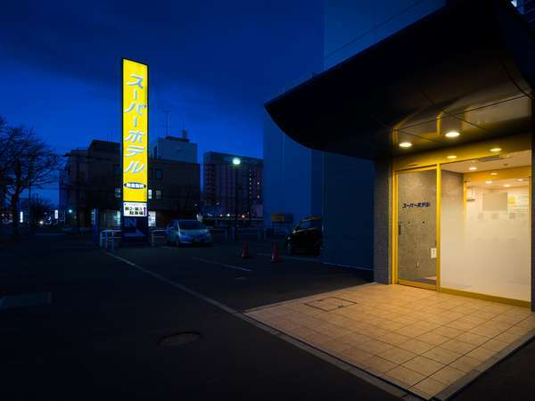 入り口横に第一駐車から第三駐車場までございます。