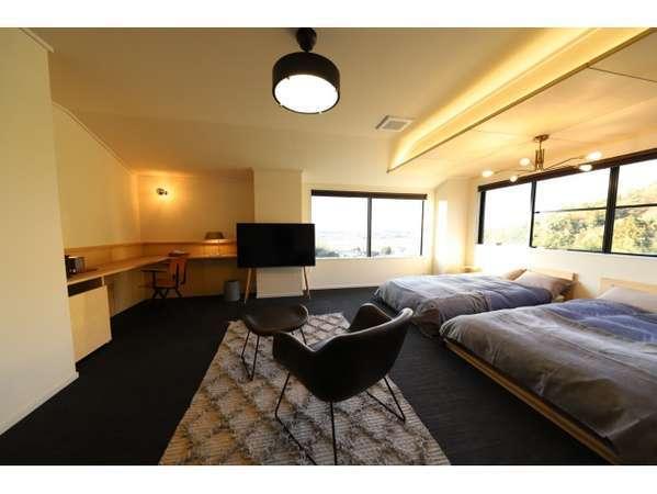 【本館201号室】デザイン、インテリアにもこだわったシックな雰囲気の洋室14畳のお部屋です。