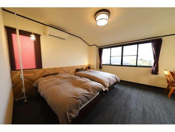 【本館203号室】デザイン、インテリアにもこだわった落ち着いた雰囲気の洋室8畳のお部屋です。