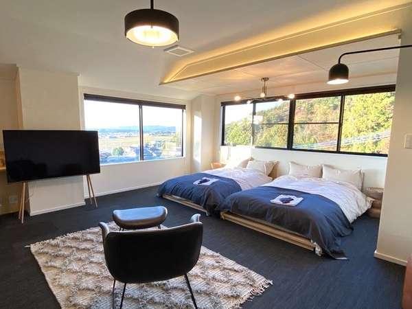 【本館201号室】窓からは緑豊かな景色が望めます。