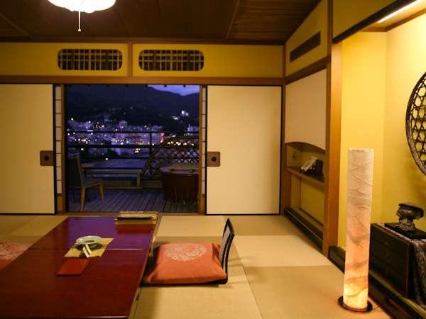 【露天風呂付き客室(一例)】下呂温泉街の夜景を一望。是非大切な人とご一緒にお越しください。