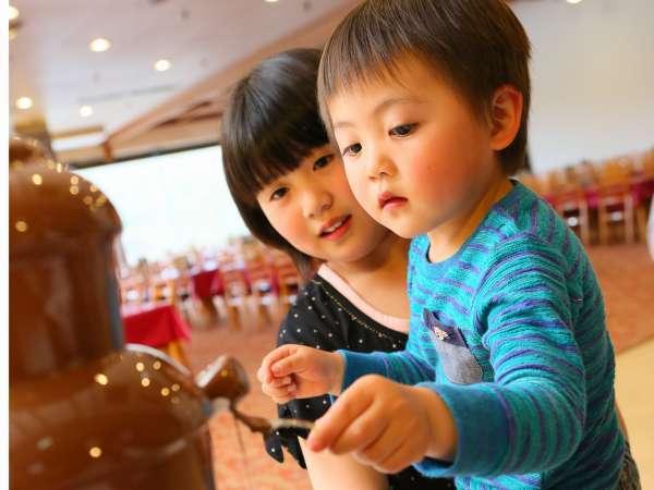 お子様が嬉しいデザートも充実♪チョコレートファウンテンに初挑戦☆