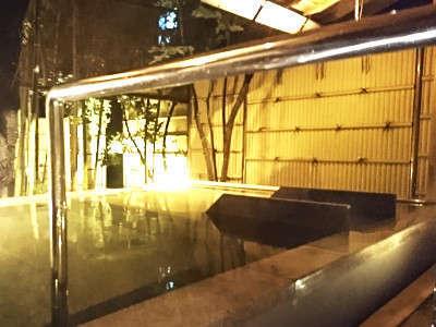 寝ころび野天の湯を新設。長岡1号の湯はアルカリ性単純泉。美肌効果が最高だとよく言われます。