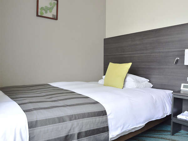 【客室】プレミアムシングル・部屋広さ…15㎡・宿泊人数…1~2名・ベッド幅…140cm