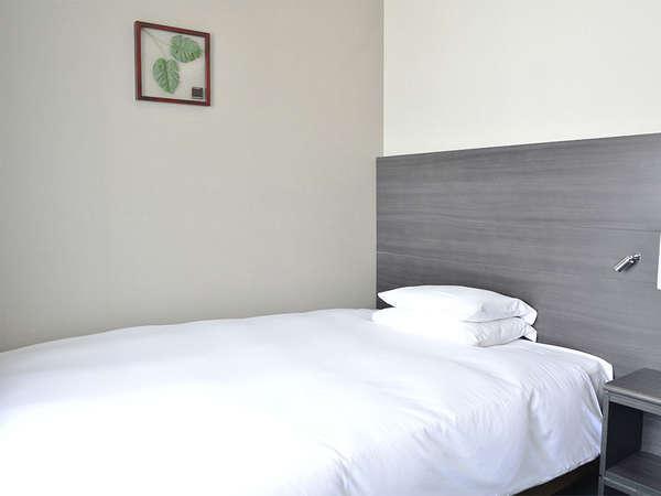 【客室】シングルルーム・部屋広さ…15㎡・宿泊人数…1~2名・ベッド幅…140cm