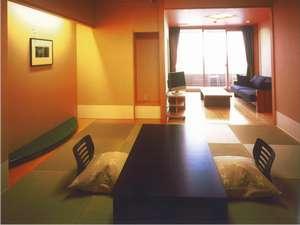 びわの風の部屋タイプの中でも一番ベーシックなスタイルです。リンビングにソファーセットです。