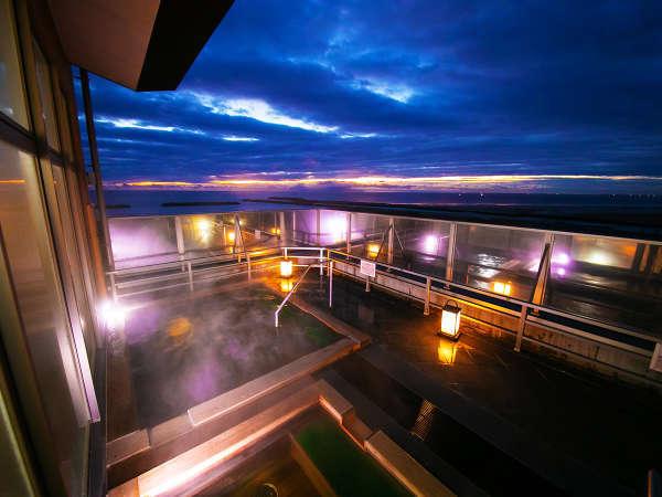 【露天風呂-檜風呂】<太平洋>をすぐそばに体感する絶好のロケーション♪