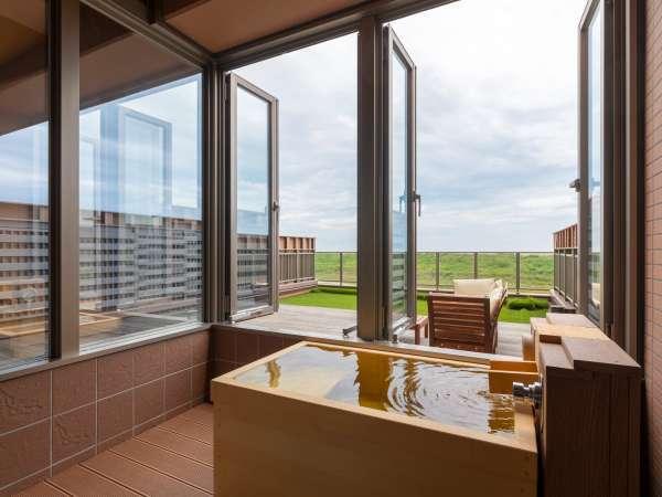 【太平洋ビュー◇温泉檜風呂付和洋室】窓の外には太平洋。大自然のパノラマを湯船から見る贅沢・・・♪