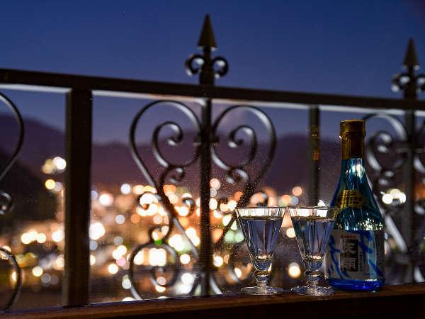 夜にはお部屋で夜景を見ながら晩酌をお楽しみ頂けます。