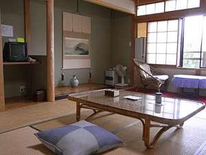 大自然に隣接した、開放感のある和室となっております。