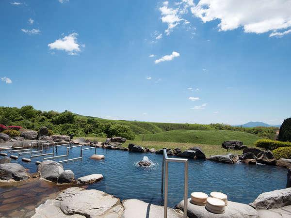 【春】絶景鼻の湯 露天風呂 雄大な阿蘇の大草原が広がる、開放感いっぱいの露天風呂