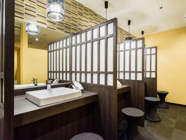 ゆとりあるスペースとプライベート感を確保(男性浴室)